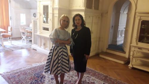 """TVR transmite un eveniment istoric:  """"Întoarcerea acasă"""" a Reginei-mamă Elena a României"""
