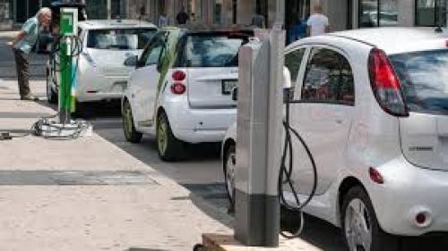 APIA: Vânzările de autoturisme ecologice au ajuns la o pondere de 3,7% în total, la nivel naţional