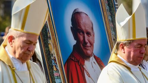 GALERIE FOTO. Relicva Sfântului Papă Ioan Paul al II-lea, purtată în procesiune pe străzile Capitalei