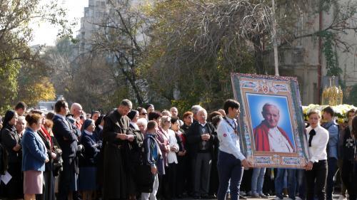 Relicva Sfântului Ioan Paul al II-lea, Papă  purtată în procesiune pe străzile Capitalei