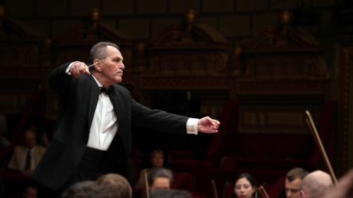 """Cristian Mandeal şi Filarmonica din Târgu Mureş – concert aniversar 70. """"De fiecare dată când revin, încerc să dăruiesc orchestrei tot ceea ce înaintașii lor mi-au dăruit mie"""""""