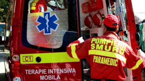 Accident de muncă în Olt: Un bărbat a căzut de la o înălţime de 5 metri, de pe acoperişul unei terase improvizate