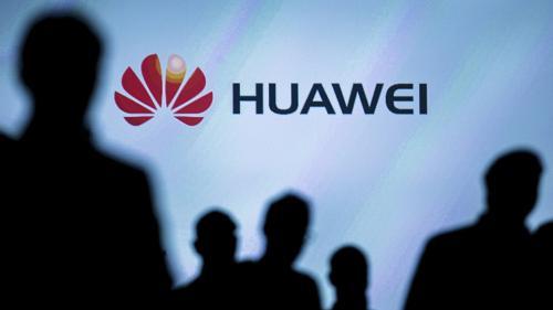 Huawei a lansat primul său smartphone pliabil, la un preț de 2.403 de dolari