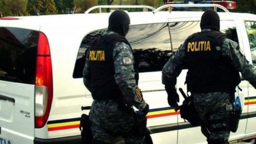 Trei bărbaţi din Brăila, reţinuţi pentru trafic de droguri de mare risc