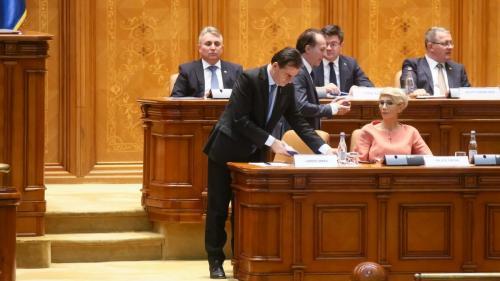 """Lista """"trădătorilor"""" și """"traseiștilor"""" care i-au instalat lui Iohannis Guvernul lui"""