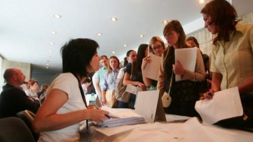 Peste un sfert din români nu vor să lucreze pentru politicieni, indiferent câți bani primesc