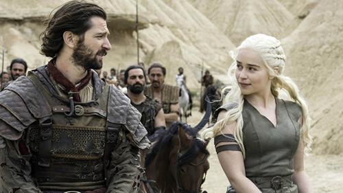 """Actrița Emilia Clarke s-a simțit inconfortabil în timpul scenelor nud din """"Game of Thrones"""""""