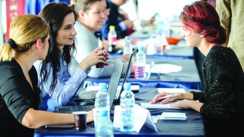 Opt milioane de lucrători în regim part-time din UE vor să muncească mai mult