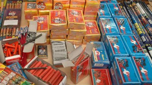 Percheziţii de amploare laBrăila: O tonă şi jumătate de materiale pirotehnice, confiscate de poliţişti