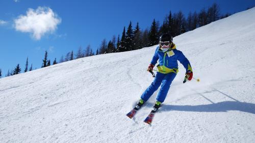 Sezonul de schi s-a deschis pe pârtiile din Toplița