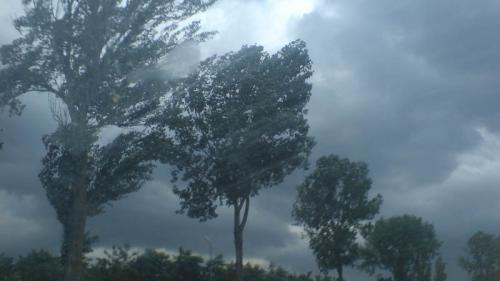 Atenție unde călătoriți. Cod portocaliu de vânt puternic și inundații în Irlanda