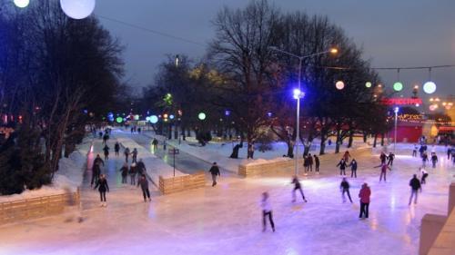 A fost deschis patinoarul în aer liber din Brașov