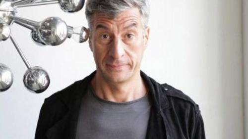 Cine este Maurizio Cattelan?!