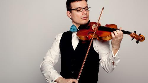 """Concertul nr. 1 pentru vioară şi orchestră semnat de Dumitru Capoianu,  creatorul muzicii pentru """"Omulețul"""" lui Gopo, interpretat de ALEXANDRU TOMESCU"""