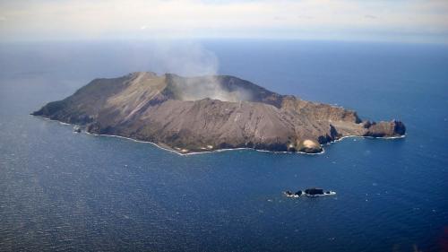 Erupție vulcanică în Noua Zeelandă. 5 morţi, circa 20 de răniţi grav şi 8 dispăruţi