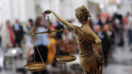 Opt persoane din dosarul ''Arad'', reţinute şi duse la ÎCCJ după audierile de la DNA Timişoara