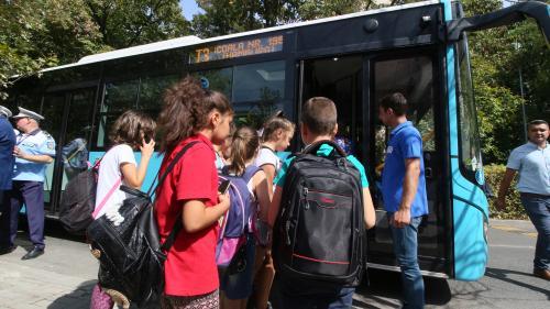 Cinci școli din sectoarele 1 și 6 ar putea beneficia de autobuze pentru elevi