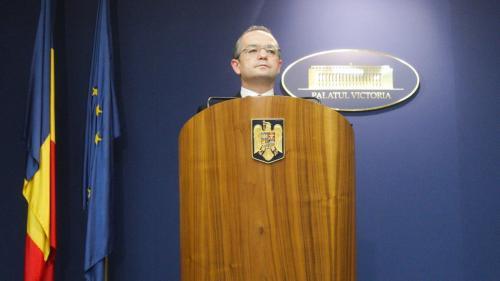"""Emil Boc, chemat să dea declarații în instanță, în dosarul de corupție al """"șamanistei"""" Vanessa"""