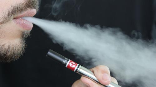 """""""Evali"""" - o nouă afecţiune indusă de ţigara electronică"""
