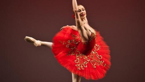 """Gala de balet """"Carmen Sylva"""". Balerinii Oleg Ivenko și Marina Minoiu, pe scena TNB, într-un moment original dedicat Reginei Elisabeta a României"""