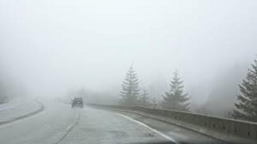 Atenţie şoferi: Trafic rutier îngreunat de ceaţă pe DN 18, în Pasul Prislop