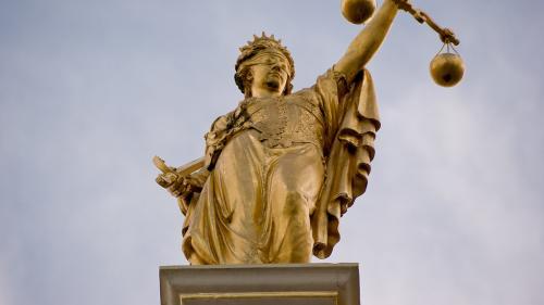 Magistraţii de la Tribunalul Alba îşi suspendă activitatea de joi