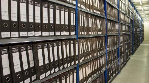 """""""Alba-neagra"""" cu arhiva de documente secrete de stat a unei foste fabrici comuniste"""