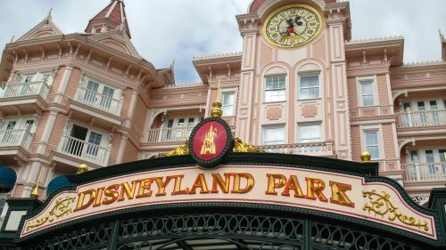 Disneyland din Hong Kong se va închide temporar din cauza epidemiei de pneumonie virală