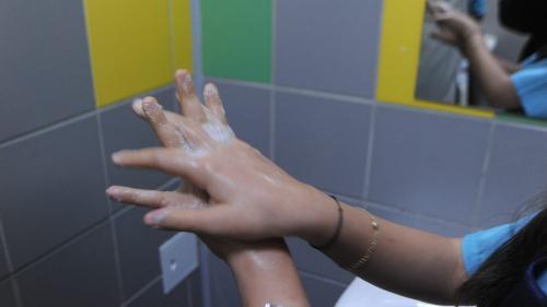 Elevii cer săpun şi hârtie igienică la baie