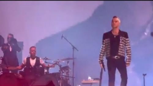 Robbie Williams este tată pentru a patra oară. Copilul s-a născut cu ajutorul unei mame surogat