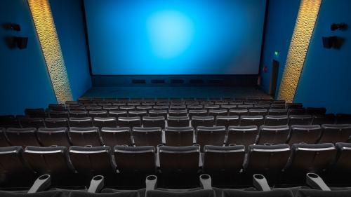 COVID-19: Cinefilii, îndemnați să lase un loc liber între ei în cinematografe