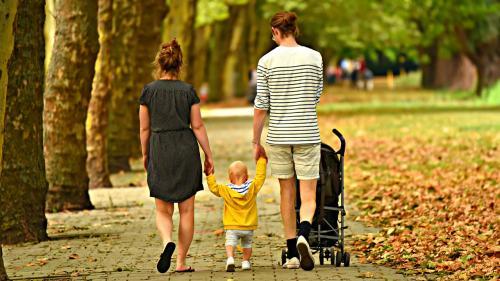 Riscul de infectare cu coronavirus în familie este de cinci ori mai mare decât prin interacțiunea cu alte persoane