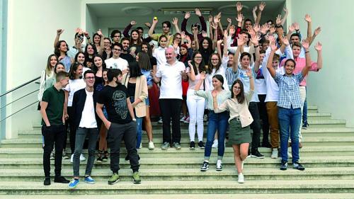 Şcoala online: mate şi română în pijama