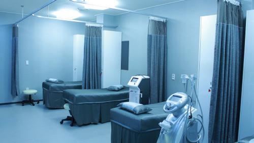 Spital privat, suspendat. O asistentă a fost infectată cu coronavirus