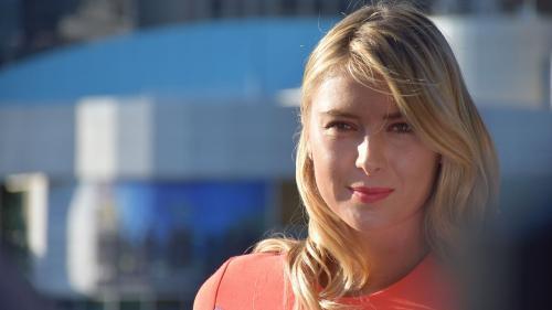Maria Sharapova şi-a făcut public numărul de telefon pentru a ţine legătura cu fanii