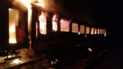 Crimă sau accident la Brașov? Un cadavru carbonizat a fost descoperit în vagonul unui tren afectat de incendiu