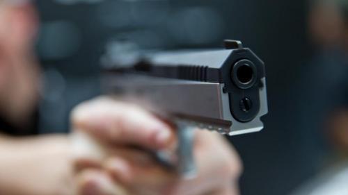 Focuri de armă la Sibiu. Un bărbat a fost împușcat de polițiști după ce i-a amenințat cu drujba