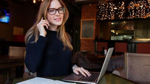 99% dintre angajați vor să lucreze uneori de la distanță
