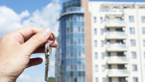 Proprietarii de apartamente mențin prețul sus