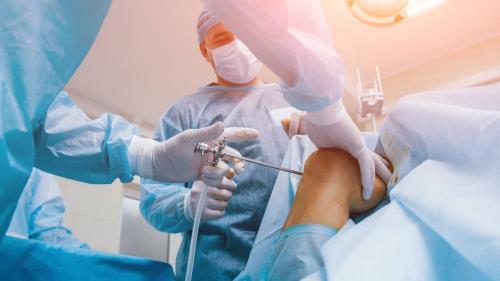"""""""Ortopedul poate amâna protezarea, dacă articulaţia nu e făcută praf"""""""