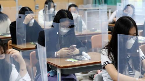 Foarte puțini elevi vor merge în școli pentru a se pregăti de Evaluarea Națională și Bacalaureat
