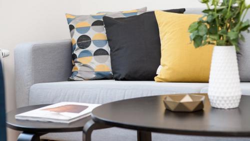 Canapeaua ta va arăta ca nouă dacă vei folosi aceste soluţii naturale