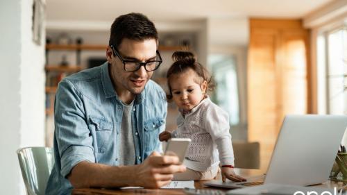 80% dintre copii folosesc un smartphone în primii trei ani de viață