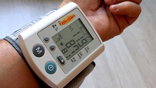 Hipertensiunea arterială crește riscul de tulburări cognitive și demență