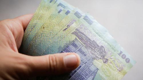 Salariul mediu a scăzut în aprilie 2020 din cauza pandemiei de coronavirus