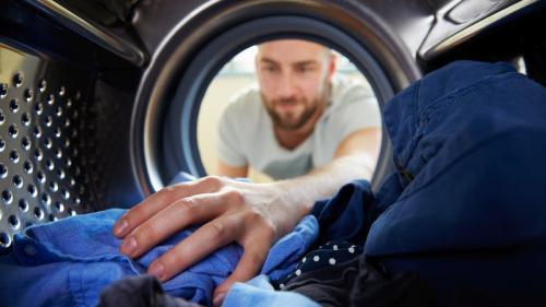 Cum îţi speli hainele, ca să le dezinfectezi corect