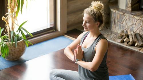 """Descoperire """"epocală""""!!! Yoga poate proteja împotriva COVID-19"""