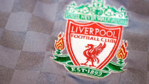 Sute de suporteri FC Liverpool au sărbătorit în stradă victoria din Premier League