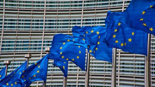 CE a aprobat 800 de milioane de euro pentru sprijinirea companiilor românești afectate de criză