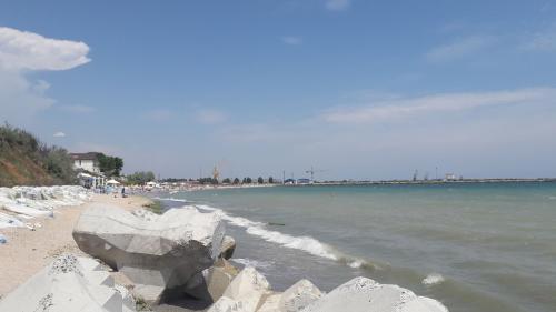 Explicațiile specialistului: de ce Marea Neagră nu e murdară